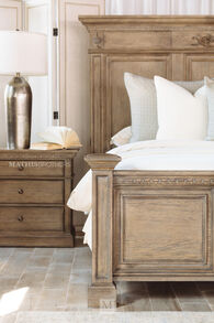 """29"""" Traditional Three-Drawer Bedside Chest in Aged Oak"""