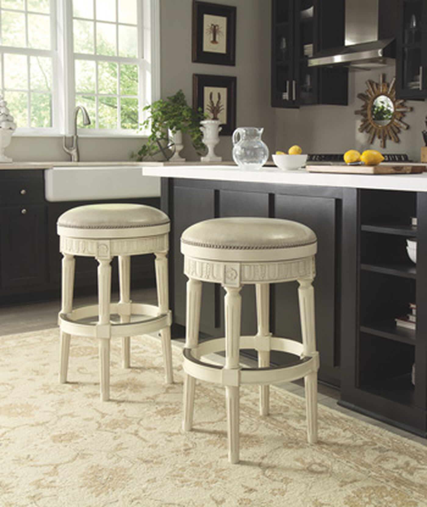 Traditional 30 5 Quot Swivel Bar Stool In Antique White
