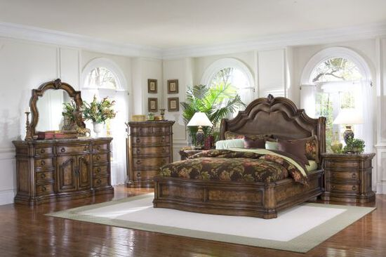 Four-Piece Traditional Bedroom Set in Brown