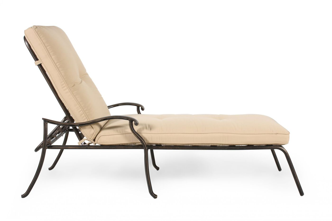 Casual aluminum chaise lounge in cream mathis brothers for Chaise aluminium