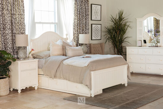 Casual Three-Drawer Youth Underbed Storage Unit in Cream