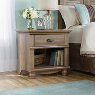 "26"" Traditional Solid Wood Nightstand in Salt Oak"