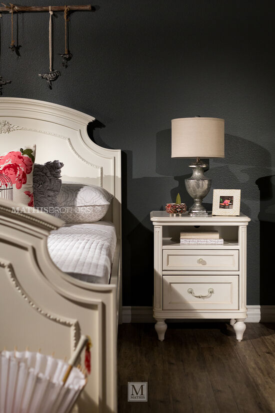 Traditional Notched Panel Youth Bed in White