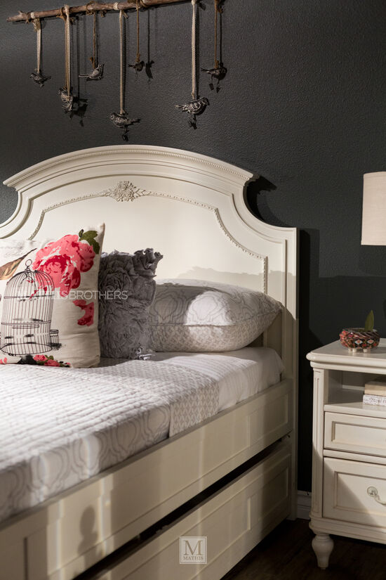 Traditional Notched Panel Youth Bed with Trundle in White