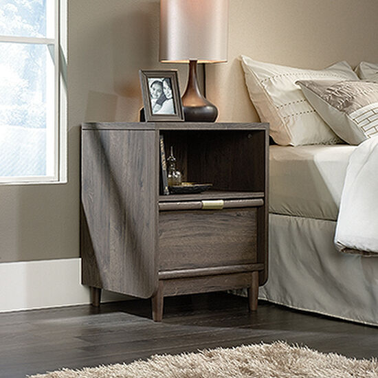 "28"" Traditional Nightstand in Fossil Oak"