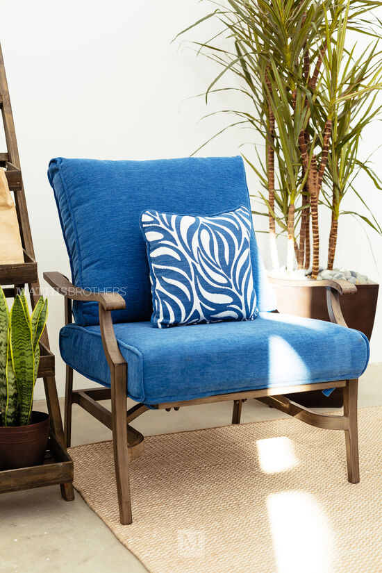 Contemporary Aluminum Lounge Chair in Blue