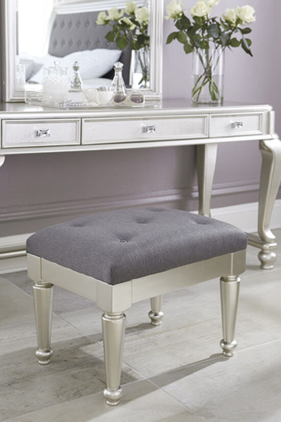 "Tufted Traditional 23"" Stool in Gray"