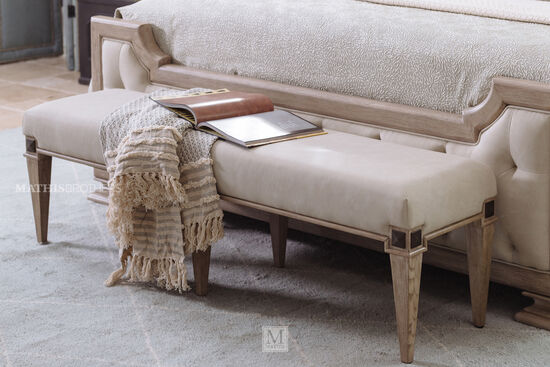 Traditional 60'' Bedroom Bench in Beige