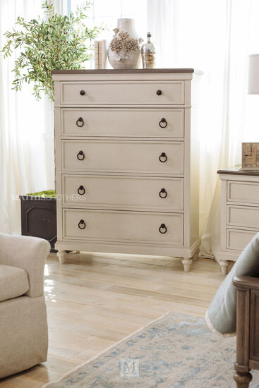 Casual Five-Drawer Chest in Vintage Linen