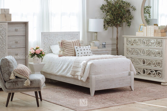 Medallion-Patterned Youth Twin Panel Bed in White Wash