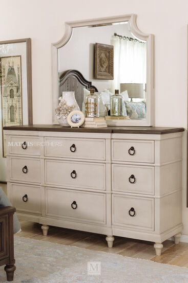Two-Piece Traditional Nine-Drawer Dresser & Mirror in Vintage Linen