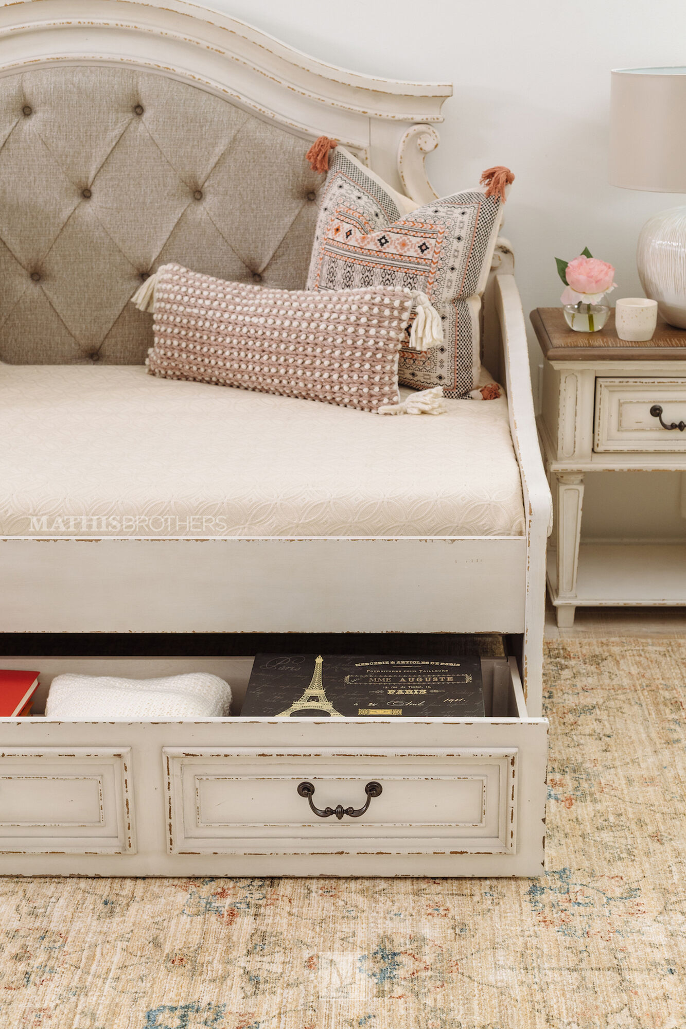 Traditional Youth Twin Daybed In Chipped White Mathis