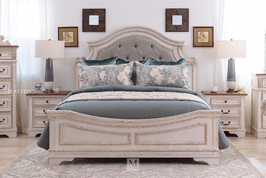 "71"" Traditional King Panel Bed in Chipped White"