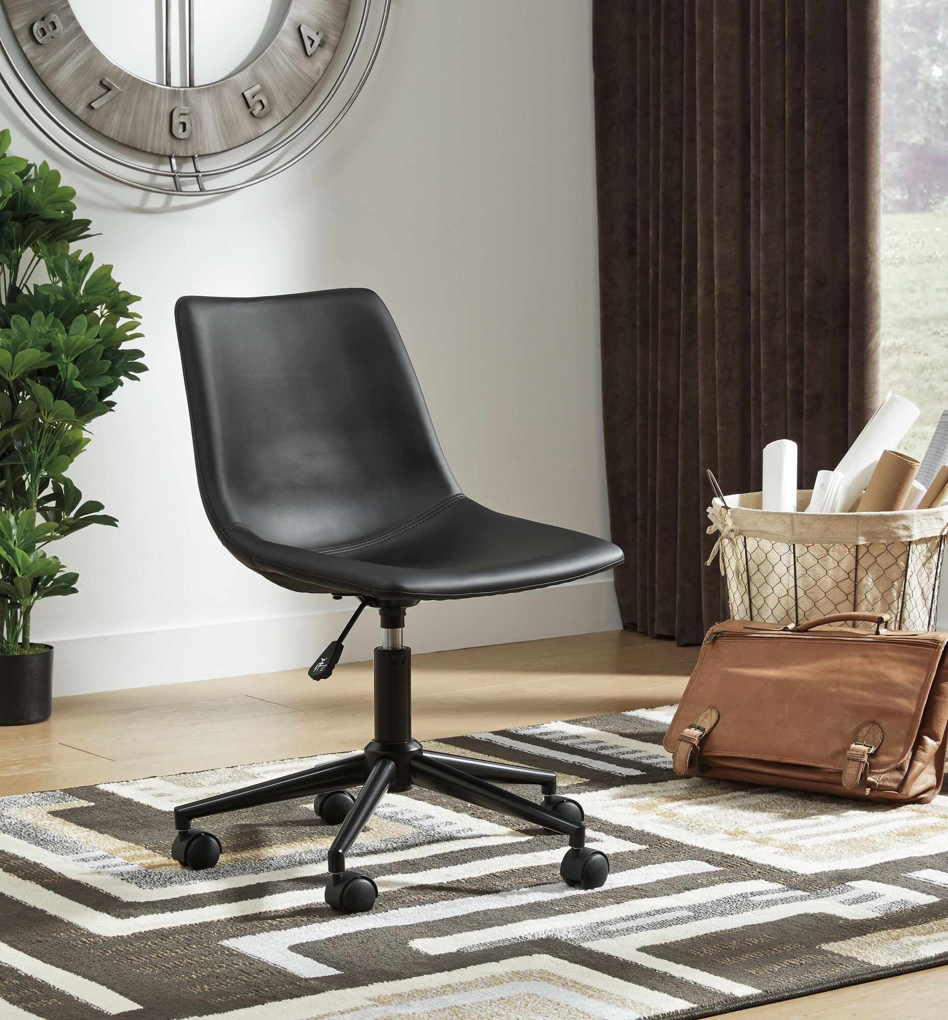 18 Casual Swivel Desk Chair In Black Mathis Brothers Furniture