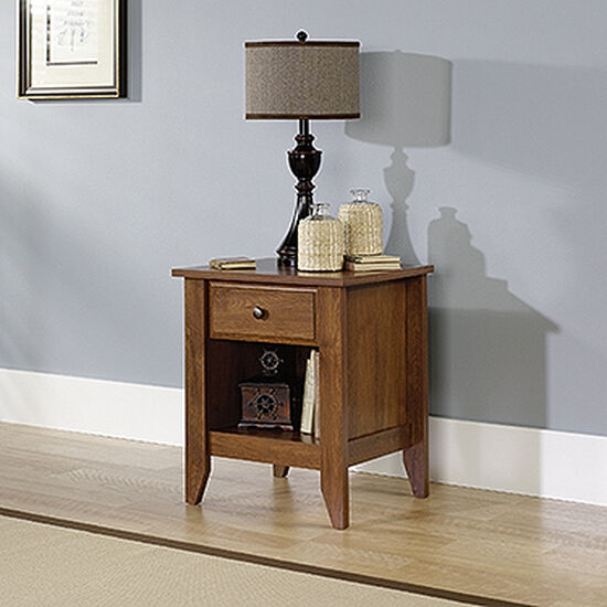 "24"" Traditional Nightstand in Oiled Oak"