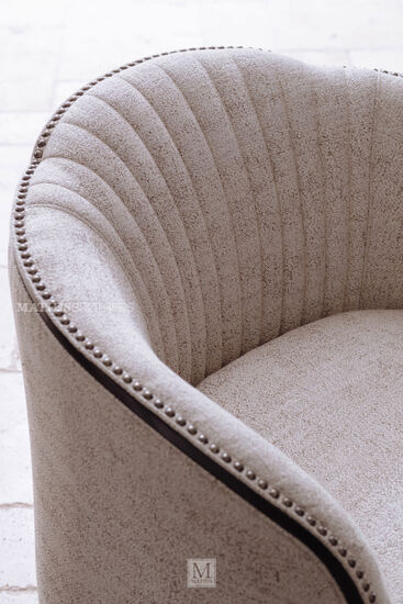 Casual 33.5'' Swivel Chair in Brown