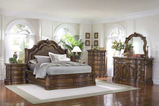 """76"""" Traditional Arched Sleigh Bed in Brown"""