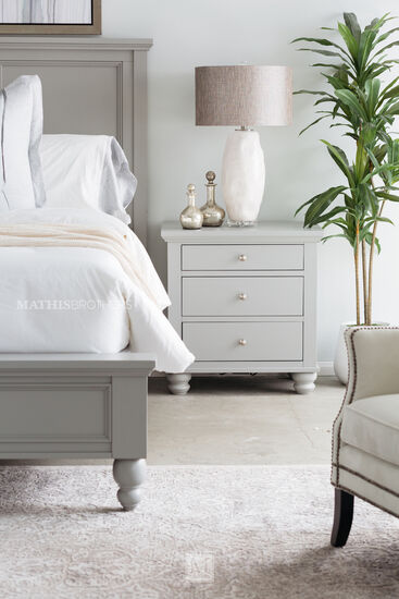 """29"""" Casual Three-Drawer Nightstand in Gray"""