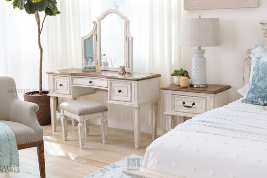 Three-Piece Traditional Youth Vanity Set in Chipped White