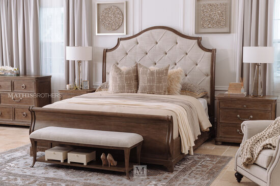 """38"""" Traditional Eight-Drawer Dresser in Brown"""