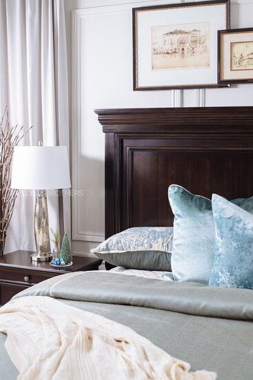 Three-Piece Traditional Bedroom Set in Dark Brown