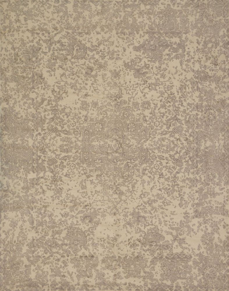 Traditional Rug in Ivory