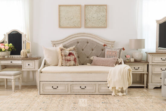 Traditional Youth Twin Daybed in Chipped White