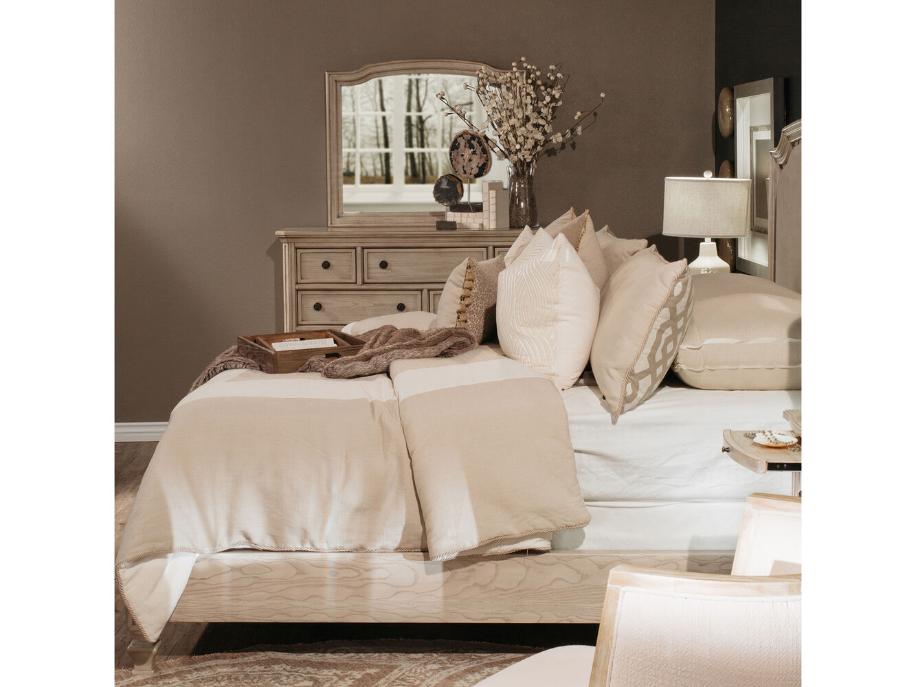 61 nailhead accented casual upholstered bed in parchment white mathis brothers furniture for Demarlos upholstered panel bedroom set