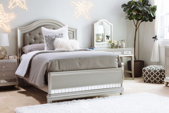 Leather Upholstered Transitional Twin Bed in Silver