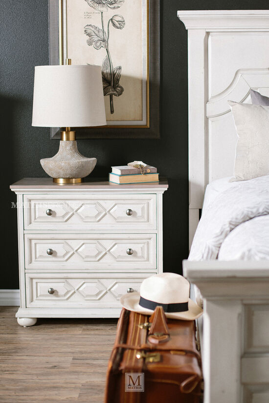 """31.5"""" Three-Drawer Traditional Bachelor Chest in Vintage White"""