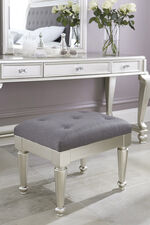 """Tufted Traditional 23"""" Stool in Gray"""