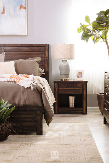 Four-Piece Traditional Bedroom Set in Brown Tobacco