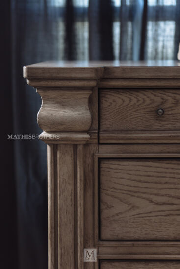 Traditional Three-Drawer Nightstand in Griege