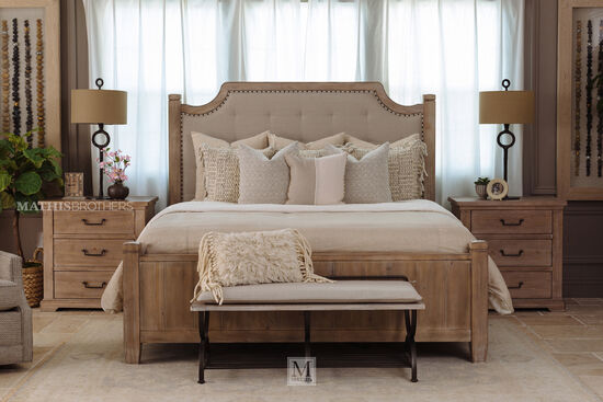 "67"" Casual Tufted King Bed in Cypress"