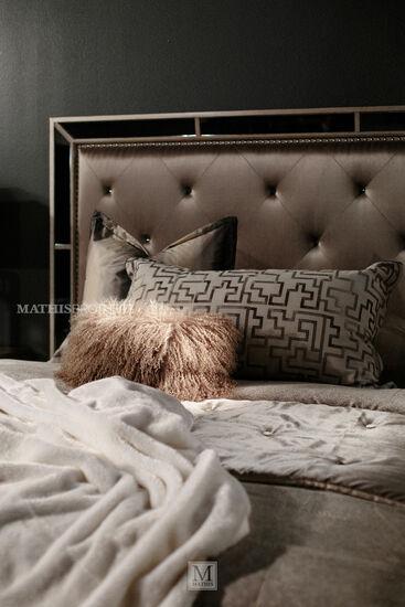 Pulaski Farrah Upholstered Queen Panel Bed