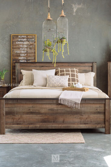 "54"" Rustic Farmhouse Plank King Panel Bed in Brown"