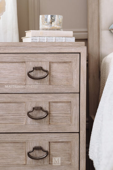 30'' Three-Drawer Traditional Bachelor's Chest in Sandstone