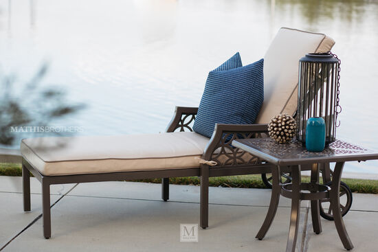 Lattice-Patterned Traditional Chaise Lounge in Beige