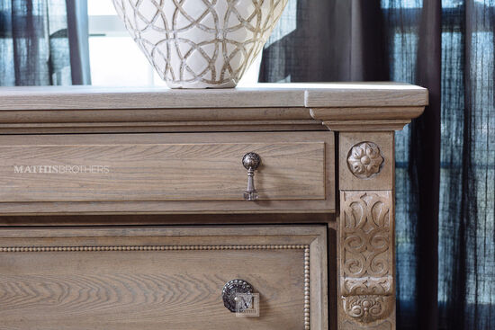 "20"" Five-Drawer Contemporary Chest in Parchment"