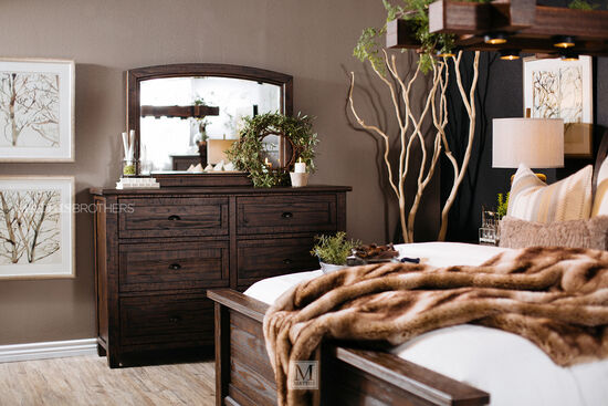 Three-Piece Traditional Solid Wood Bedroom Set in Golden Brown