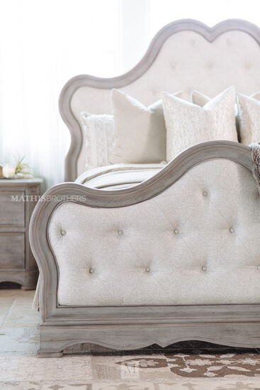 Pulaski Simply Charming California King Bed